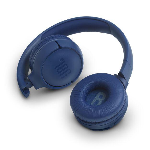 JBL TUNE 560BT - Blue - Wireless on-ear headphones - Detailshot 1