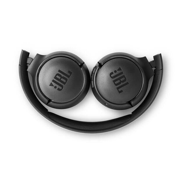 JBL TUNE 560BT - Black - Wireless on-ear headphones - Detailshot 3